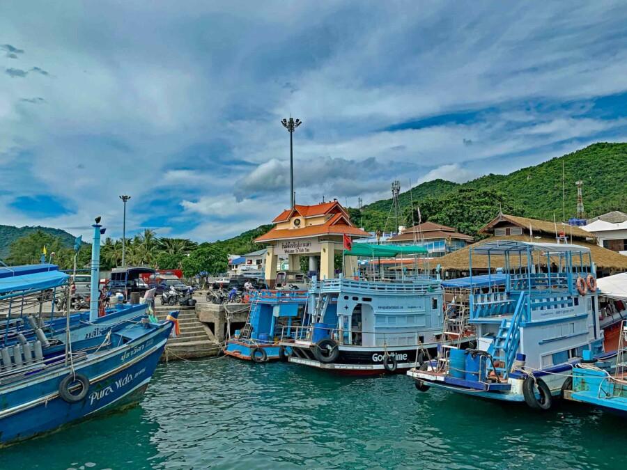 Hier kommst Du auf Koh Tao an: am Mae Haad Pier bzw. Hafen