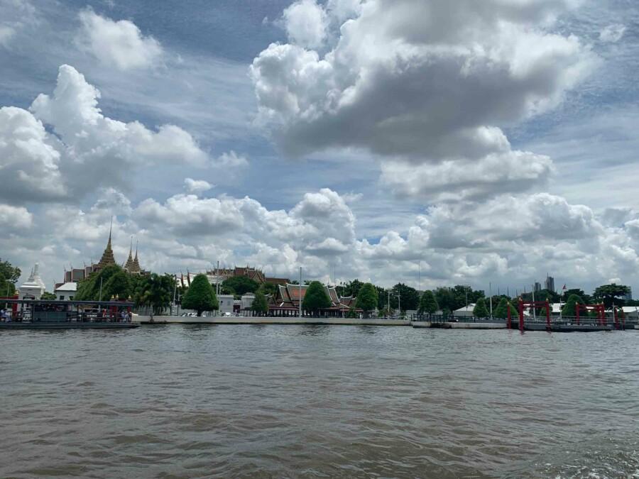 Sehenswürdigkeiten, interessante Orte, Tipps & Highlights: Blick vom Chao Phraya Riverauf den Königspalast, Grand Palace